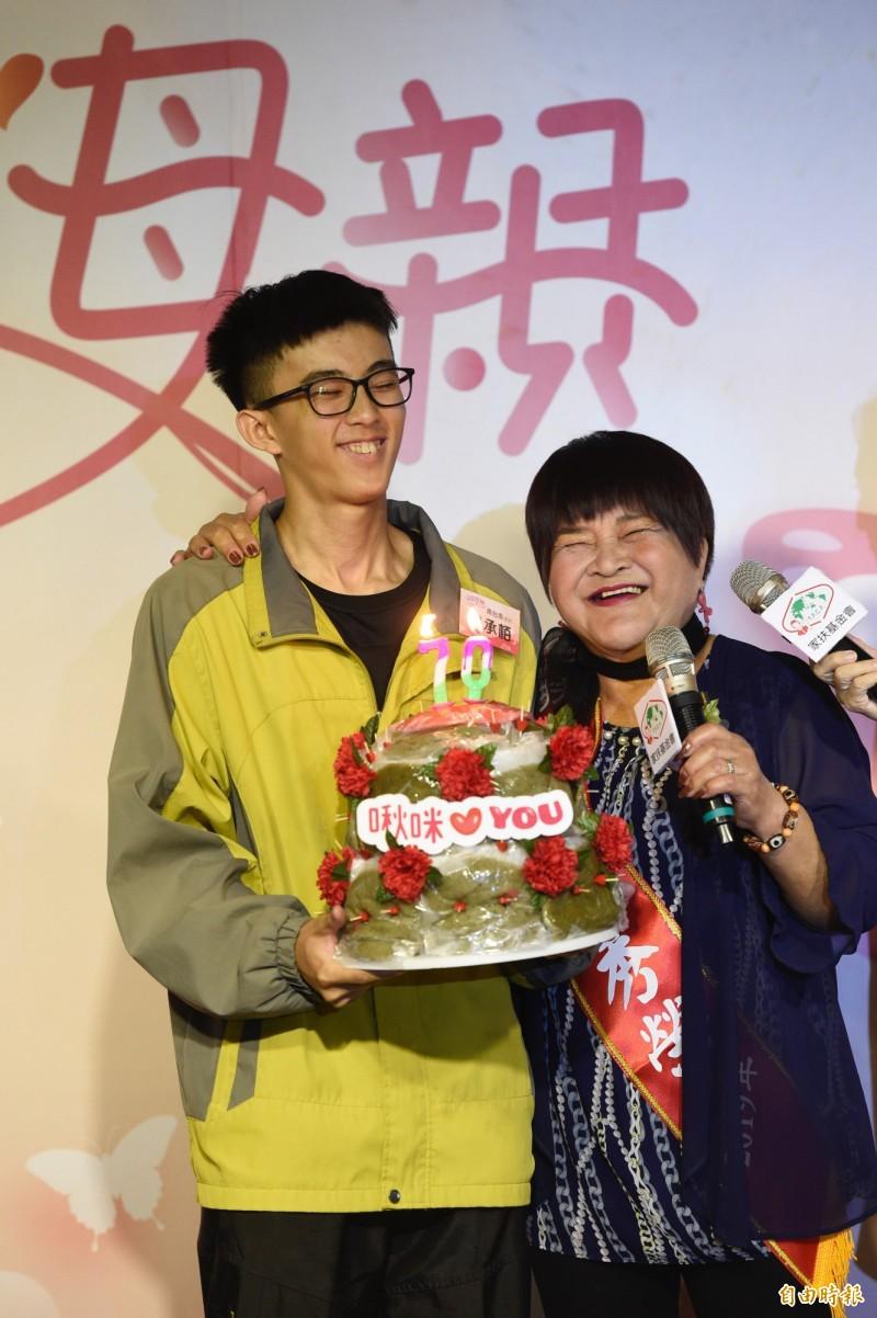 70歲癌嬤獨自養兩孫 電影《海洋天堂》真實上演