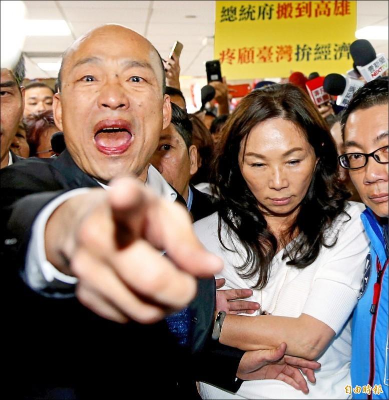 國民黨有意徵召韓國瑜(見圖)加入總統初選行列,引發名嘴質疑之後是否要「應召」。(資料照)