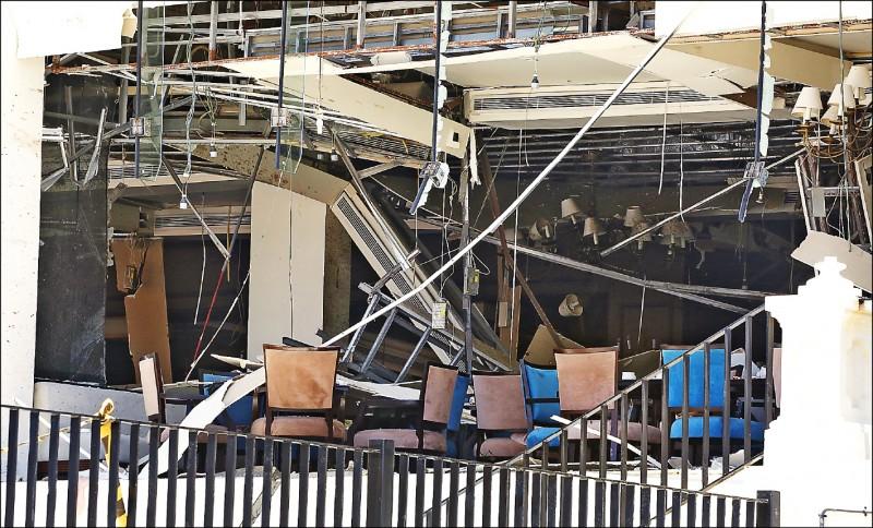 斯里蘭卡可倫坡五星級金斯伯利飯店在爆炸後嚴重受損,處處斷垣殘壁。(歐新社)