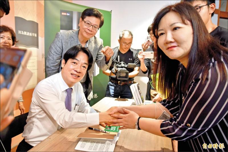 前行政院長賴清德昨赴雲林辦新書簽書會,受到支持者熱情歡迎。(記者黃淑莉攝)