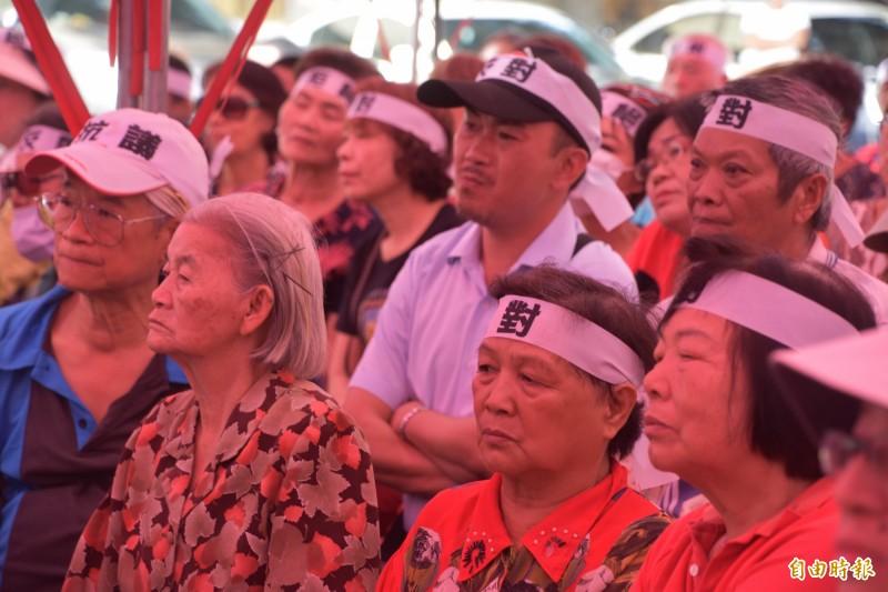 旗山生命紀念園區計畫設置東昌里,當地居民憂心「殯葬進來人出去」。(記者蘇福男攝)