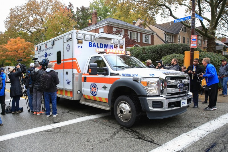 美國一名59歲男子因心律不整緊急送醫時,救護車碰到坑洞彈了一下,孰料他心跳竟恢復正常。美國救護車示意圖。(路透)