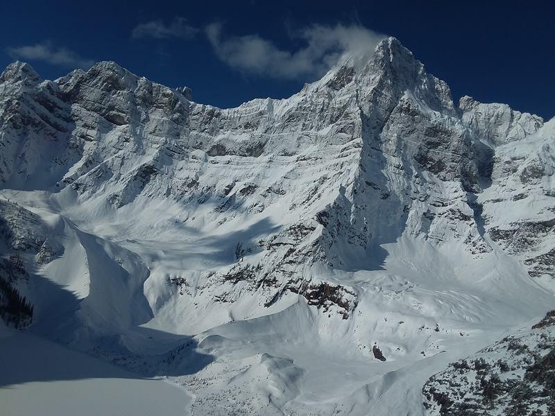The North Face贊助的3名頂級登山家,攀登加拿大班夫國家公園豪斯峰(Howse Peak,圖)時遇到雪崩全數罹難,如今終於尋獲遺體。(圖擷自班夫國家公園臉書)
