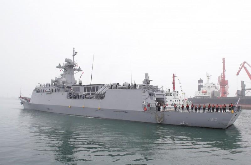 南韓派出仁川級護衛艦「京畿號」參加青島閱艦式。(路透)