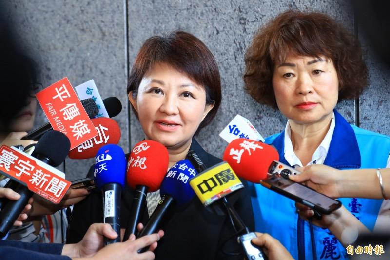 高雄市長韓國瑜發表聲明後,台中市長盧秀燕(左)表示,相信國民黨會有智慧解決。(記者張菁雅攝)