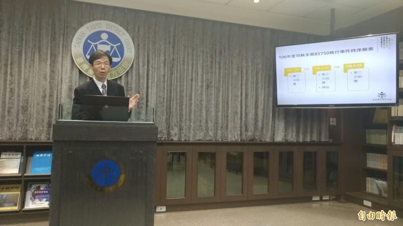 台北地院行政庭長黃柄縉解釋不可能回去160億元的原因。(記者吳政峰攝)
