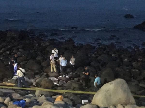 警消今天下午5時許在新北金山發現吳男遺體。(記者王宣晴翻攝)
