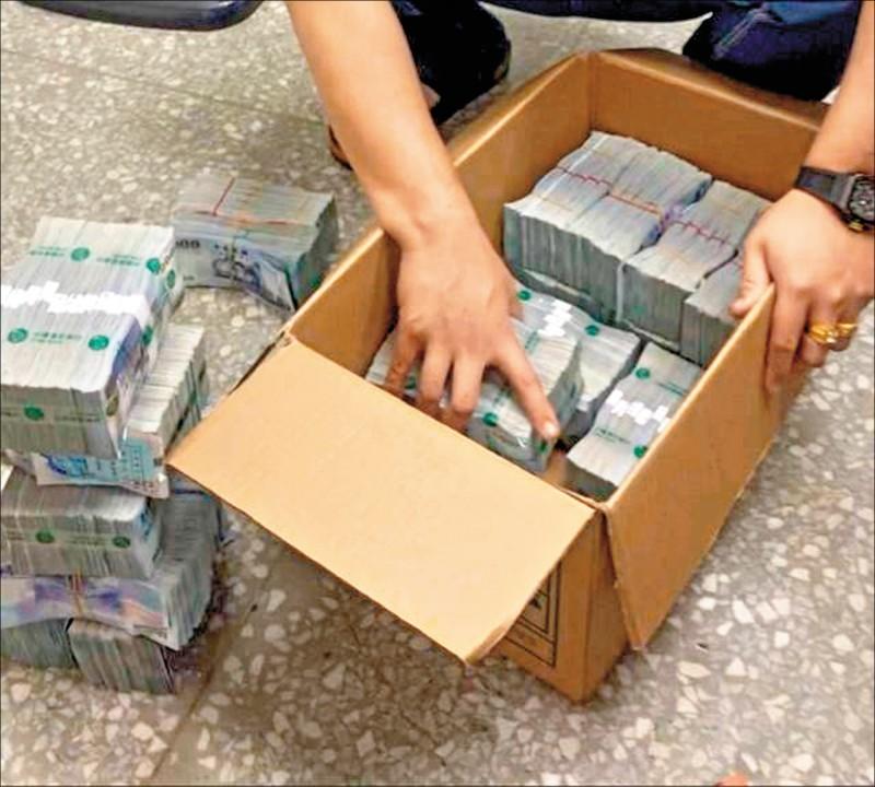 護鈔小弟趁隙將一千四百萬元從交易的餐廳帶走,警方在案發後十小時即追回一千三百八十萬元贓款。(警方提供)