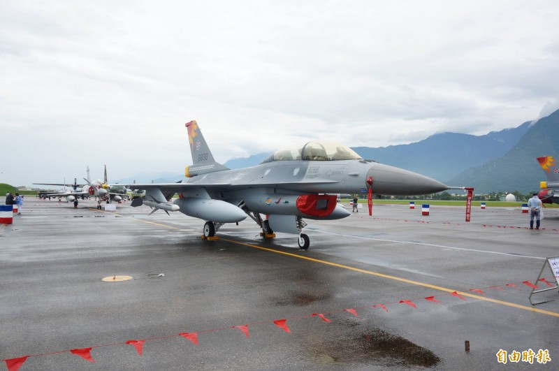 針對中國軍力不斷增強以及中國軍隊對台集結,有美國白宮前官員22日表示,對於台灣提出購買F-16V戰機一事,只要美國國防部認為理由充分,售台F-16V戰機是「這個時間點的正確決定」。圖為我國F-16戰機。(資料照)