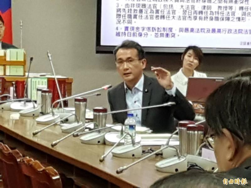 民進黨立委鄭運鵬認同考試院觀點。(記者謝君臨攝)