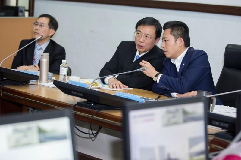 新竹市長林智堅被在野黨批評落跑市議會躲避監督,原來是北上拜會台鐵局和鐵道局爭取大車站計劃,並已獲中央同意,將共推此計劃。(照片由市府提供)