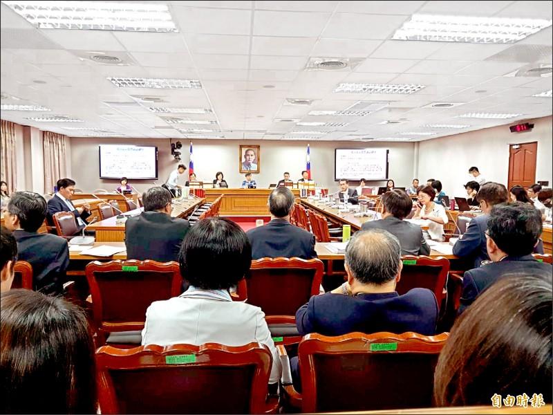 立法院司法及法制委員會昨排審「法官法部分條文修正草案」等案。 (記者謝君臨攝)