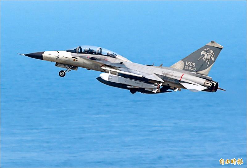 IDF雙座戰機。(記者游太郎攝)