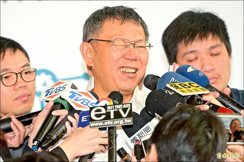 台北市長柯文哲昨日出席臺北市與西門子公司技職產學數位職人培育成果展,會後受訪。(記者張嘉明攝)