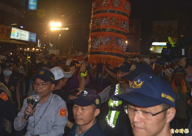 彰化警分局長洪宏榮(左1)在這次大甲媽遶境彰化市時坐鎮指揮,盡心盡力達成任務。(記者湯世名攝)