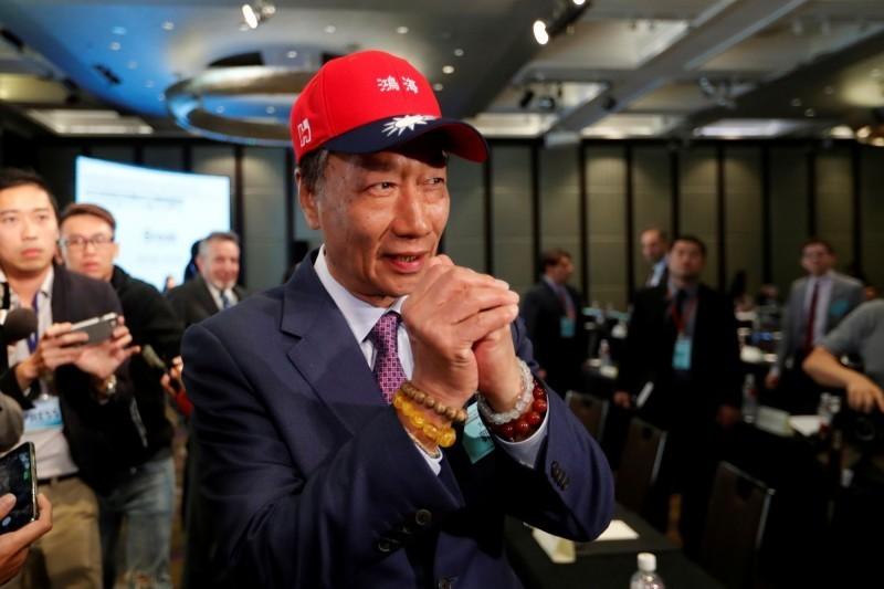 鴻海董事長郭台銘5年前曾說,民主不能當飯吃。(路透)