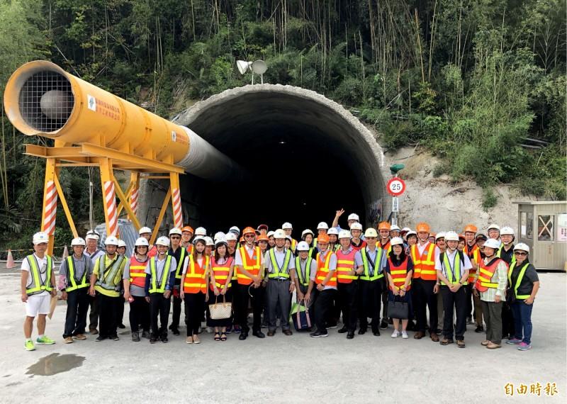 斥資36億的石門水庫阿姆坪防淤隧道工程入口首曝光。(記者李容萍攝)