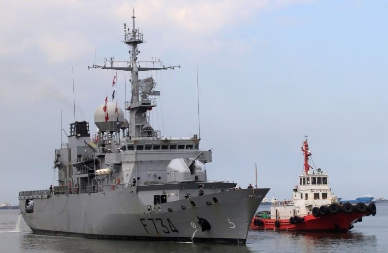 美國媒體揭露,法國海軍「葡月號」巡防艦4月6日通過台灣海峽。圖為葡月號去年3月12日親善訪問菲律賓,靠泊馬尼拉。(路透檔案照)