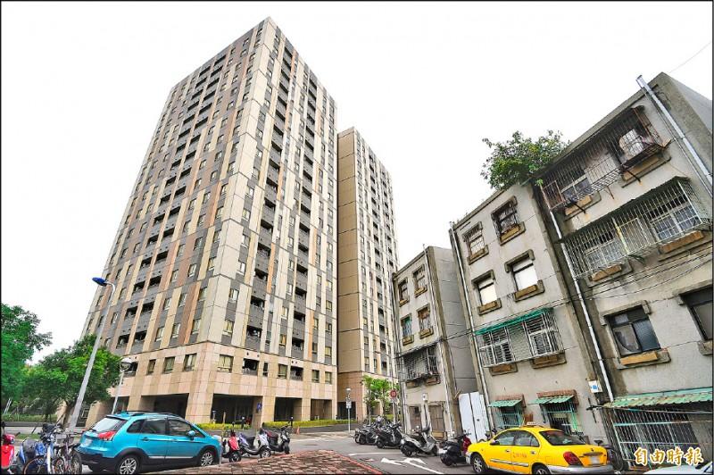 台北市長柯文哲開出「四年兩萬戶、八年五萬戶」公宅支票,遭批評政策跳票,圖為興隆公宅一期。 (資料照,記者方賓照攝)