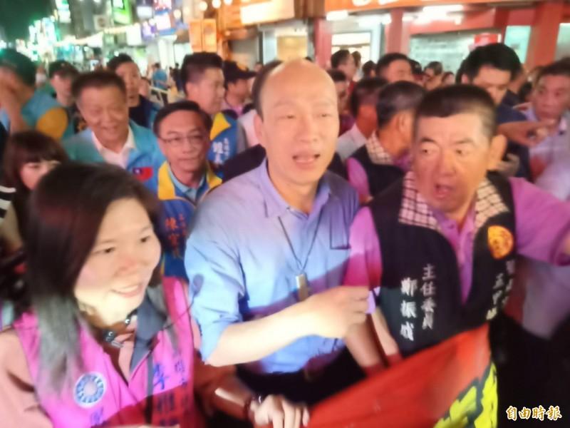 韓國瑜搶搭日本舞團「掃街造勢」 被嗆「以為自己是神啊」