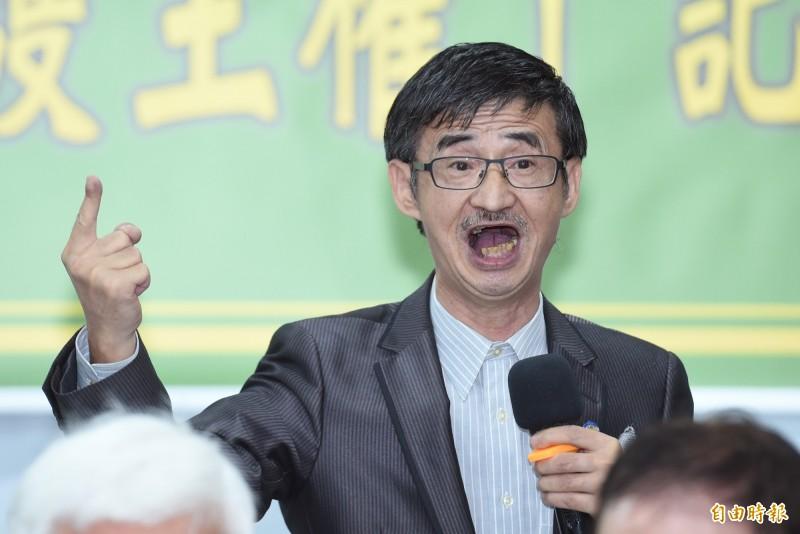 吳祥輝在昨日一場本土社團舉行的記者會中激動表示「蔡英文不倒,台灣不會好;蔡英文不下台,民進黨就下台」。(資料照,記者廖振輝攝)