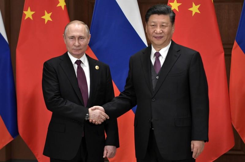 中國國家主席習近平(圖右)26日在北京友誼賓館,和和俄羅斯總統普廷(圖左)進行會談。(歐新社)
