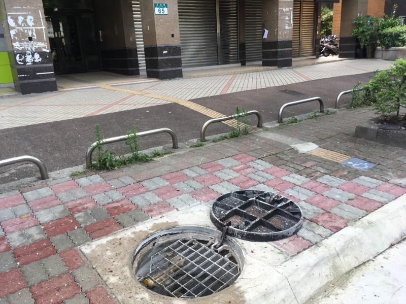 今早板橋驚傳疑似氣爆事件。(民眾提供)