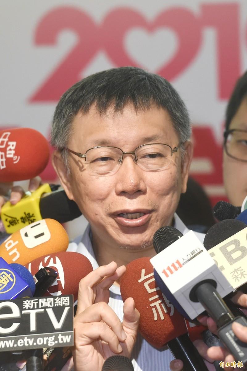 台北市長柯文哲表示,目前公宅政策是這樣,現在2萬戶都蓋到滿頭大汗,這些公宅還沒有全部招標、上工前,就不要再去打高空。(記者方賓照攝)
