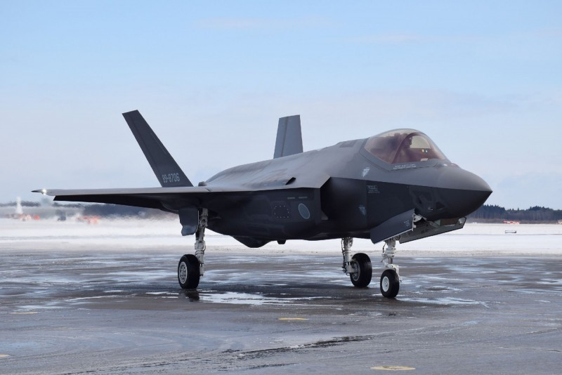 檢調人員表示,夏納翰向他們強調,飆髒話並非批評F-35戰機本身,他認為F-35是非常出色的戰機。(法新社)