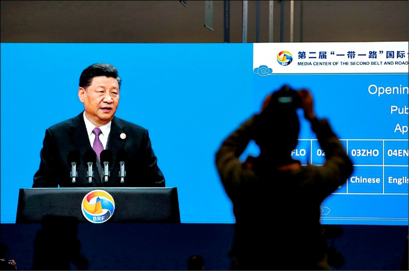 中國國家主席習近平二十六日在第二屆「一帶一路」峰會開幕式發表演說,對以美國為首的西方國家批評一帶一路輸出債務做出反擊。(路透)