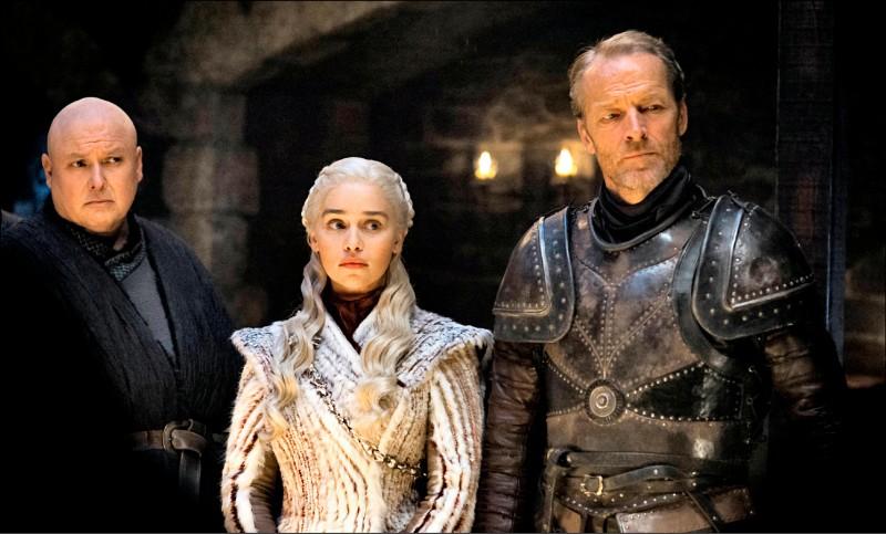美國當紅影集《冰與火之歌:權力遊戲》十四日播出最後一季。圖為該劇其中三位主角的劇照。(美聯社)