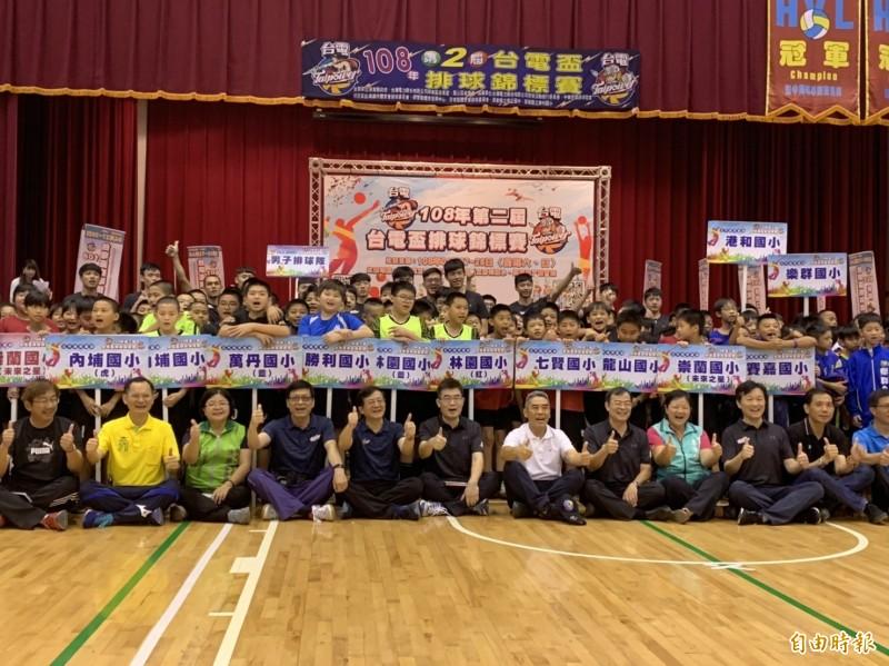 台電盃排球錦標賽,今年共有高屏兩縣市43隊,441人參加競技(記者葉永騫攝)