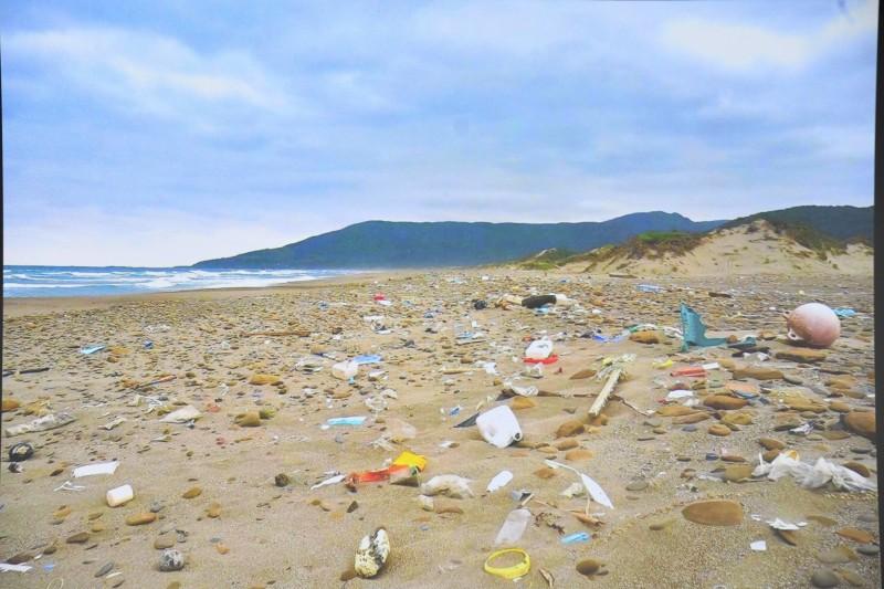 台灣海洋廢棄物問題嚴重。(記者蔡宗憲翻攝)