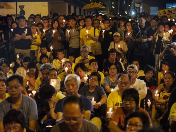 明(28)日香港將舉行「反逃犯條例」遊行,昨有33名台灣宗教團體人士欲參加該遊行,卻遭強制遣返。不過港媒提及佔中判刑和林榮基流亡來台一事將牽動民情,成明日遊行的催化劑。(彭博)