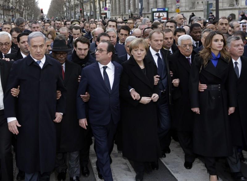 40多國領袖參與巴黎遊行,圖中包括法國、以色列、馬利、德國、歐盟理事會、巴勒斯坦、約旦的領導人。(法新社)