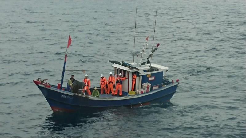 澎湖海巡隊在目斗嶼查獲中國漁船,首見台字開頭。(澎湖海巡隊提供)