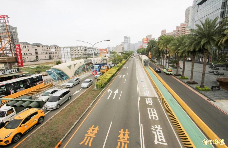 台灣大道東海大學路段易壅車,市議員陳淑華建議捷運藍線地下路線延伸至東海大學,過東大路再改高架化。(記者黃鐘山攝)