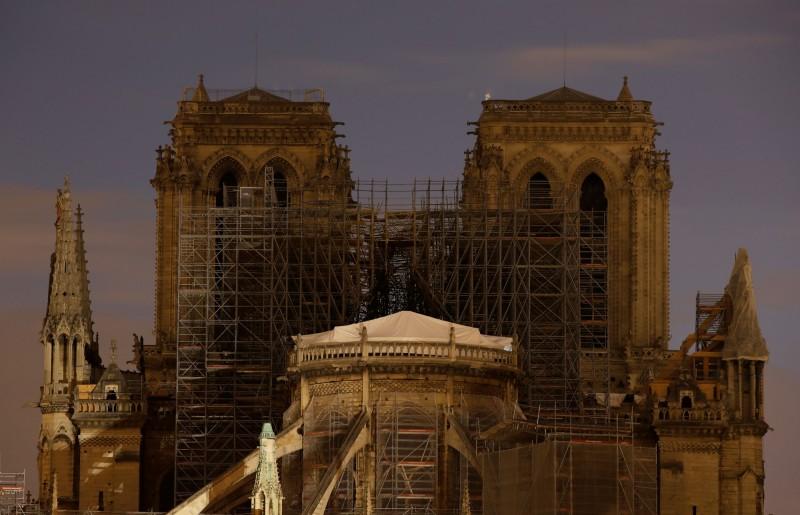 巴黎聖母院15日發生大火,目前各界捐款已達10億歐元(約新台幣343億元)。(路透)