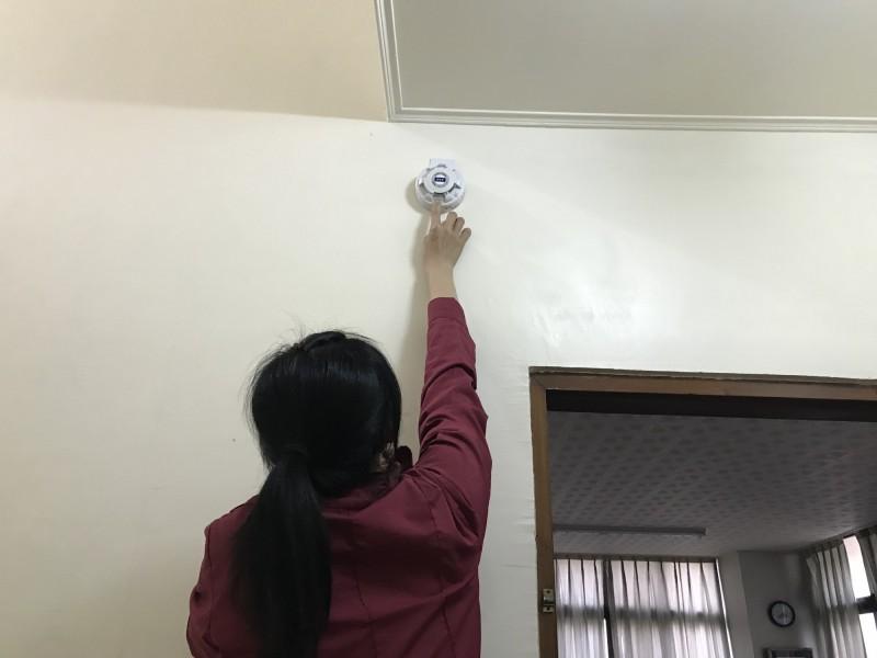 南市消防局公告新增「出租住宅場所」應設置住宅用火災警報器,未安裝者會有罰責。(記者王俊忠翻攝)