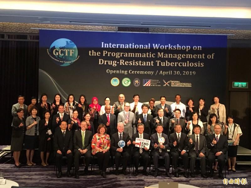「抗藥性結核病計畫管理國際研習營」吸引多國專業人員來台參與。(記者林惠琴攝)