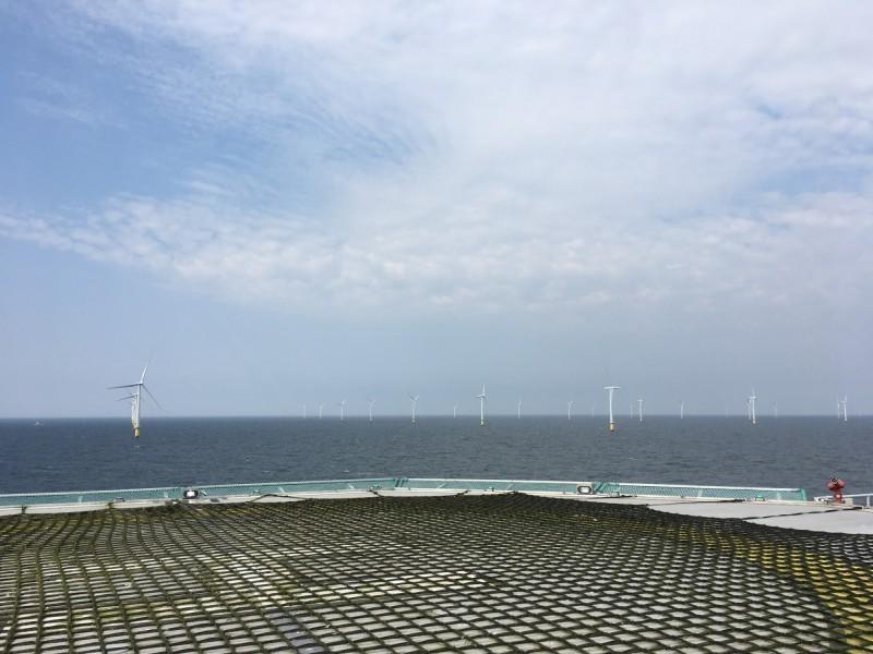 圖為離岸風電風場及維修平台。(資料照)