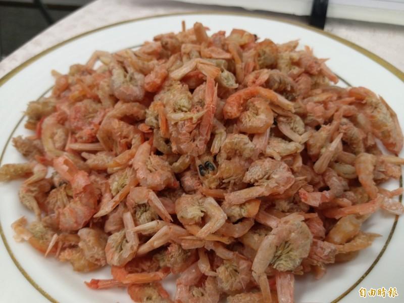 食藥署提醒,挑選蝦米時應注意顏色呈現自然淡橘紅色,形體完整乾燥的商品。(記者吳亮儀攝)