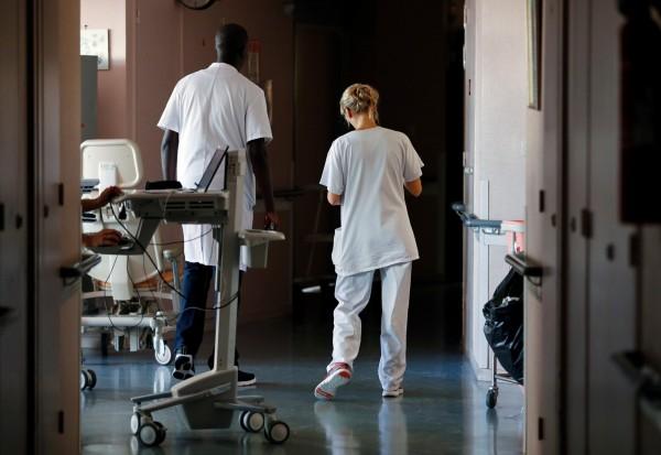 英國國家統計局最新數據顯示,2011年至2017年期間,國內至少有305名護理人員自殺身亡。(路透)