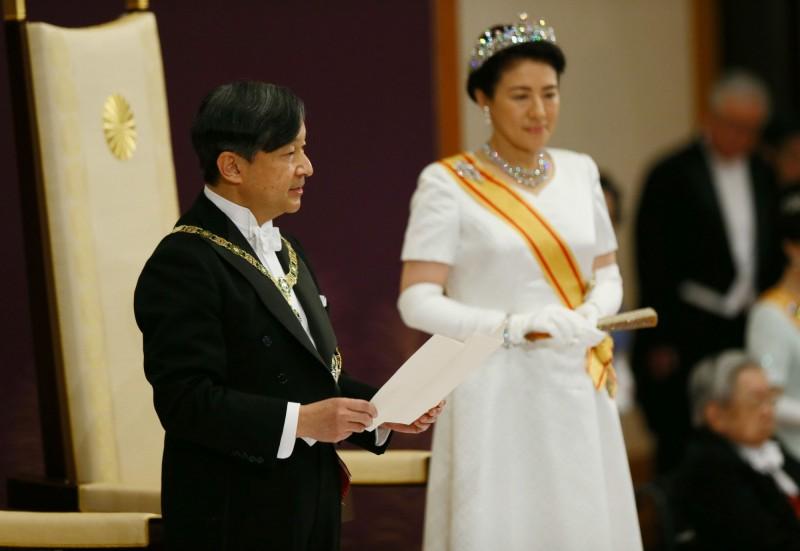 日本德仁天皇今(1日)和雅子皇后一起舉行「即位後朝見儀式」,發表成為天皇後首次談話。(路透)