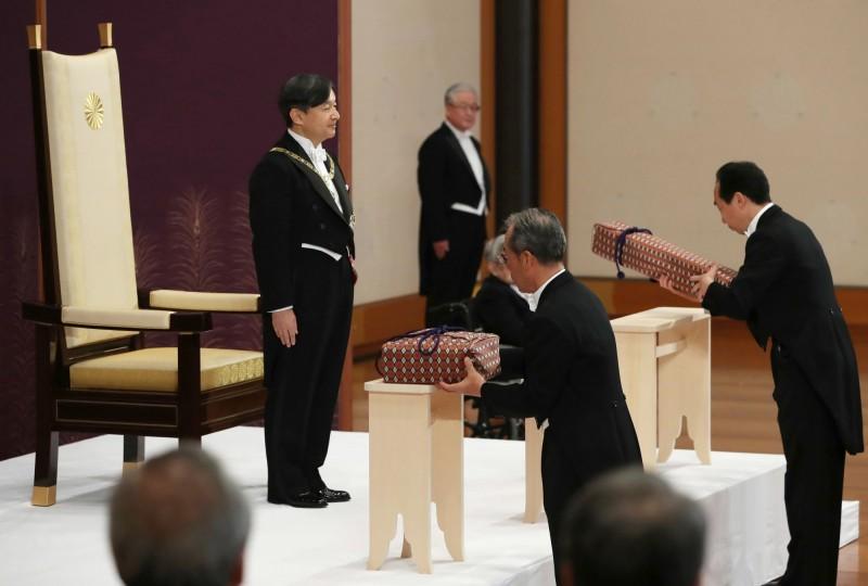 日本德仁天皇完成劍璽繼承儀式,順利即位。(美聯社)