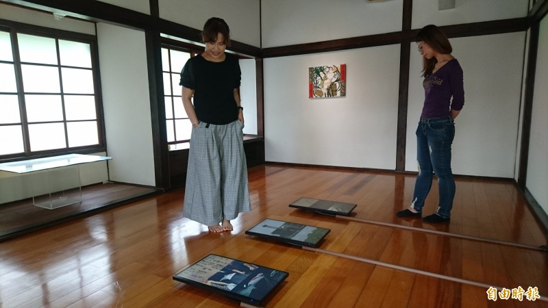 麻豆總爺「生命の甘甜」駐村展,共展出17件作品,涵蓋多媒體影像、攝影照片、雕塑及繪畫等多元媒材。(記者楊金城攝)