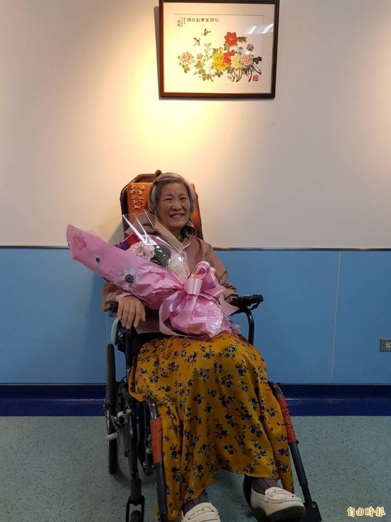 「面對人生的勇氣-林月姑女士畫展」於5月2日展至5月31日,地點在北醫附醫愛心藝廊(第三醫療大樓2樓兒科候診區旁)。(記者吳亮儀攝)