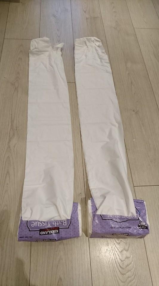 有網友日前至美式賣場好市多(Costco)購買其自有品牌衛生紙,卻發現有兩包抽不斷,其他網友看到紛紛笑說「這是圍巾吧!」(圖擷取自臉書)