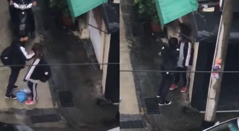 小情侶放學後在校外談判,男方當街爆打女友。(圖擷取自爆料公社)