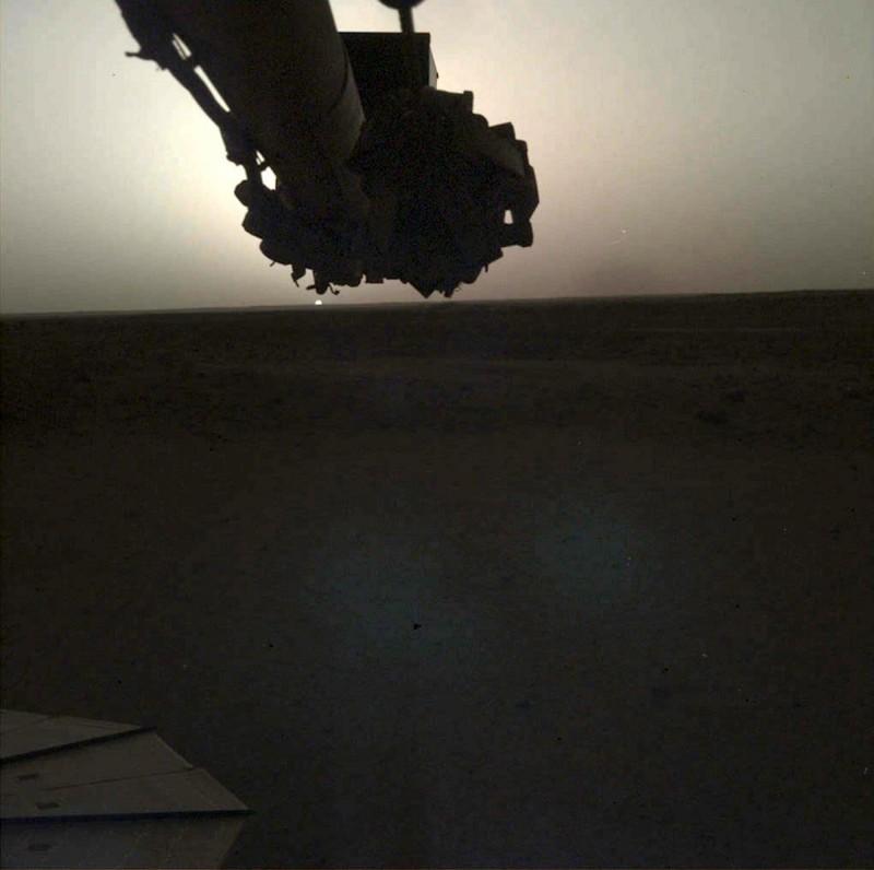 洞察號拍下的火星日出。(歐新社)